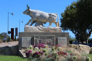 Statue taureau Beaucaire